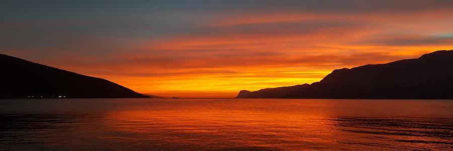 Cena in barca al tramonto lago di Garda
