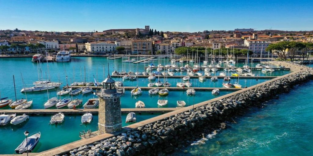Cena romantica sul battello al Faro secolare Desenzano del Garda