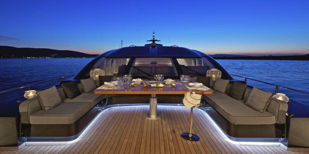 Cena in barca lago di Garda